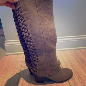 Fergaliscious Tootsie Boots Lattice back brown